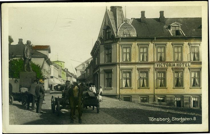 TØNSBERG i Vestfold fylke lett kolorert sentrumsparti med Victoria Hoteltidlig 1900-tall