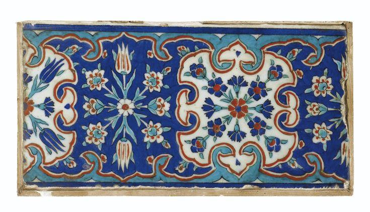 Petit carreau de revêtement d'Iznik, Turquie, art ottoman, seconde moitié du XVI<sup>ème</sup> siècle | lot | Sotheby's