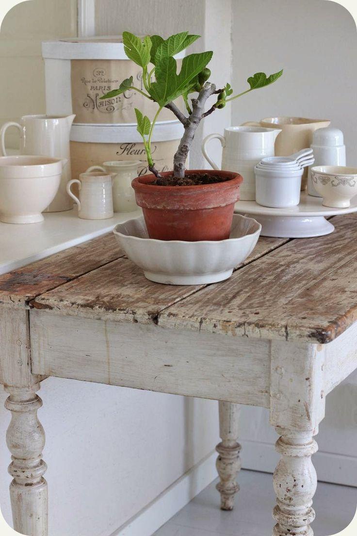 Lilla Blanka...♥ this table