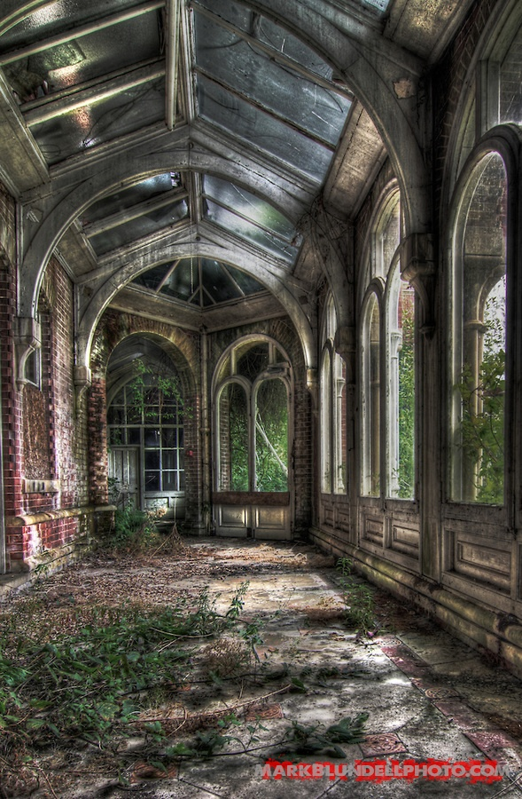 Images from Lillesden Girls School, an abandoned school in Kent, South East England