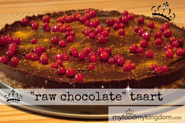 """""""raw chocolate"""" taart Rawfood is voeding, geen vulling. Sinds wij veel """"raw food"""" eten, merken we het verschil hoe puur en rauw voedsel je lichaam echt voedt! Het idee dat een taart je ook echt voedt, vind ik persoonlijke een geweldige gedachte! Op deze manier hoef je je nooit schuldig te voelen dat je je... View more"""