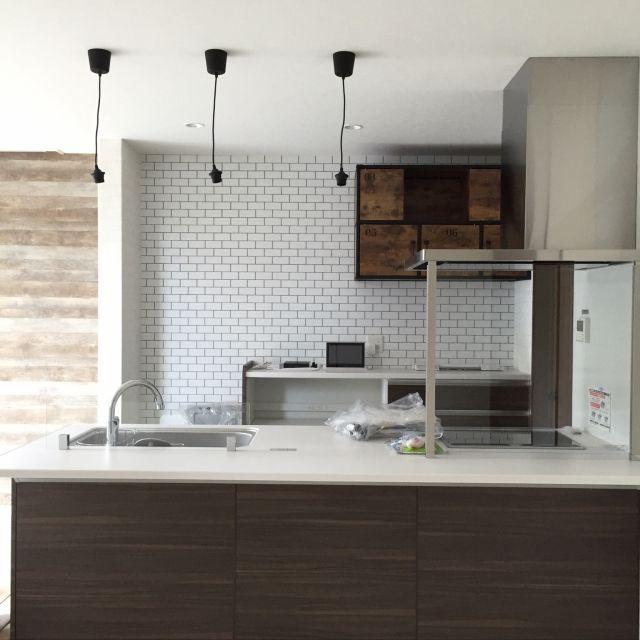 キッチン サブウェイタイル風壁紙 オープンキッチン 新築建築中 タカラ