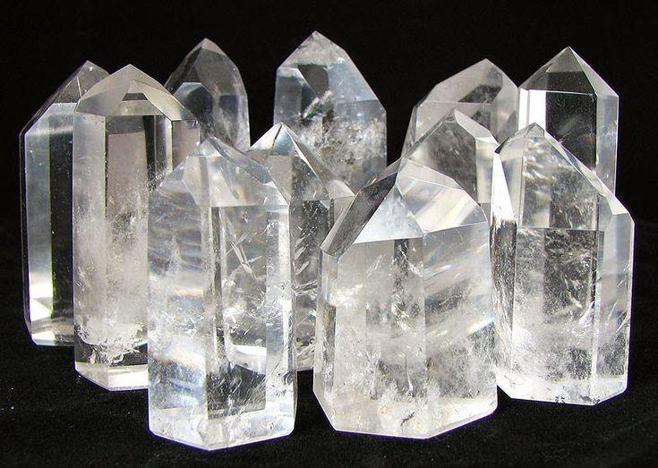 Cristallo: simboleggia purezza e trasparenza; è simbolo della mente perché, pur non avendo colore, prende quello di ciò che in essa si riflette.
