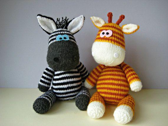 Hey, j'ai trouvé ce super article sur Etsy, chez https://www.etsy.com/fr/listing/212752777/jouet-girafe-gerry-et-ziggy-zebra-tricot