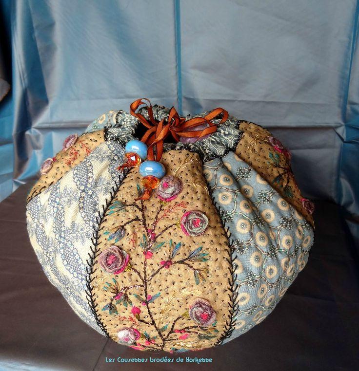 ......... Mais une création de Cécile sans doute inspirée par son récent voyage dans l'Inde textile :-) Une belle contenance, et...