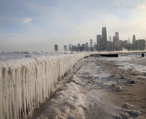Daca pe noi iarna ne-a ocolit, aceasta a lovit din plin in Statele Unite ale Americii. Vezi cum arata Chicago acoperit de zapada!