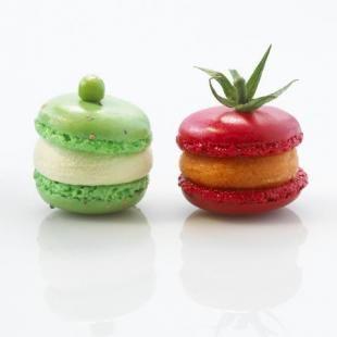 macarons aux petits pois et tomate-basilic