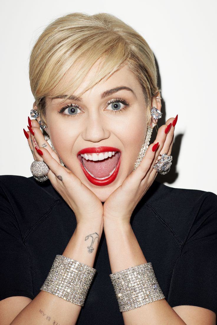 An amazing and distruptive icon for the new seamless tights line: Miley Cyrus exclusive for Rock Your Legs