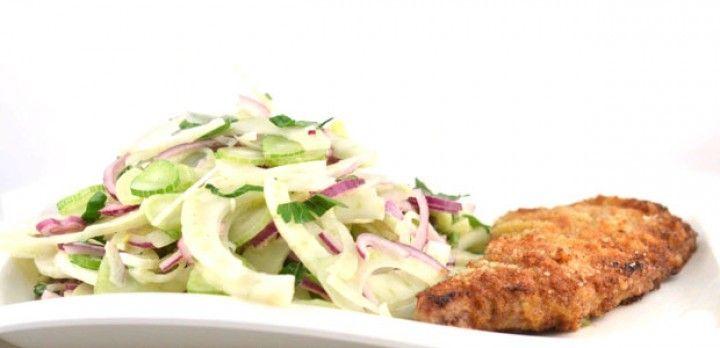 Venkelsalade met gepaneerde kalfsschnitzel