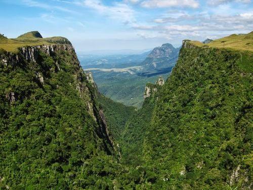 Brazil Wonders Cânion do Espraiado e Serra do Corvo Branco ao fundo - Urubici, Santa Catarina