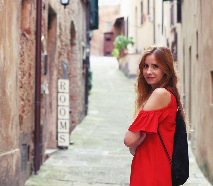 Le Baiser in Montepulciano :))) #Tuscany #Toskania #italy #smallcity #street #Montepulciano #wakacje #vacation #holiday #polishgirl #travel #explore #lookingforinspiration #inspiration #lebaiser #fashion #kobieta #woman #bestoftheday #picoftheday #instafashion #instastyle #beautiful #romantic #ootd #sightseeing #Włochy #instatravel #lastdaysofsummer #mood