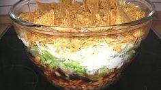 Rezept: Leckerer Nacho-Salat (mexikanischer Schichtsalat) | Frag Mutti