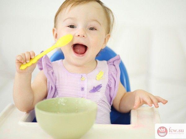 Как научить малыша кушать самостоятельно https://www.fcw.su/blogs/moi-rebenok/kak-nauchit-malysha-kushat-samostojatelno.html  Совсем недавно вы принесли из родильного дома маленький кричащий комочек. Но прошло всего несколько месяцев, малыш подрос и окреп. К полугоду большинство мама начинают вводить в рацион малыша пищу, которую дают с помощью ложки - пюре, каши, супчики. И почти сразу возникает вопрос: с какого времени нужно начать приучать малыша кушать самостоятельно? Как долго…