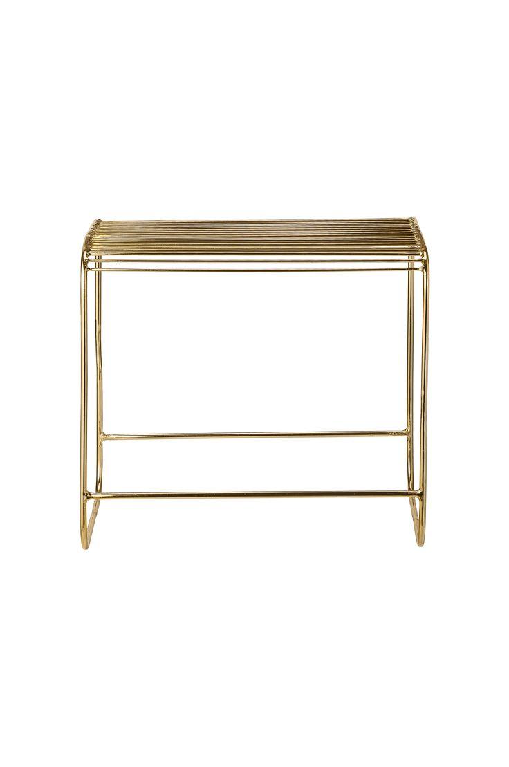 Trendy krakk i gullfarget metall. Dybde 35 x bredde 50 cm x høyde 45 cm.