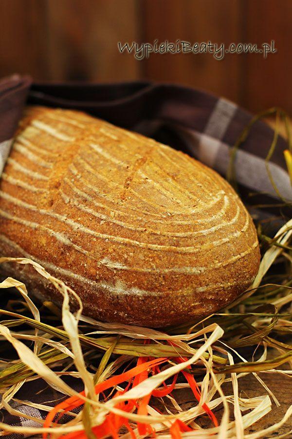 Dziś mam dla Was chleb pszenny na zakwasie pszennym - prosty i bardzo smaczny. Wcześniej podawałam przepis na chleb pszenny na drożdżach- tutaj nie ma ani grama drożdży, za to chleb musi dłużej wyrastać. Musicie też dzień wcześniej przygotować sobie zakwas na chleb. Jak zwykle podczas pieczenia i po upieczeniu roznoszą się po domu takie zapachy, że