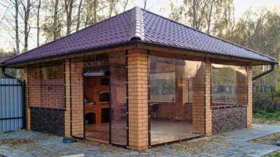Pavillon mit Grill Foto