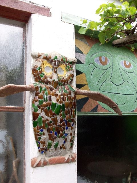 Nieu-Bethesta is home to the Owl House where Helen Martin lived. She was regarded as an eccentric old woman and lived as a recluse, devoting her life to making hundreds of figures and statues from cement and glass. These are on display behind the Owl House in the area known as the Camel Yard. Her artistic hand had touched every space of her house. The walls, ceilings and even the doors were decorated by finely ground glass of various colours.