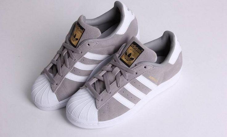 https://www.sooco.nl/adidas-superstar-suede-grijze-lage-sneakers-23491.html Adidas Superstar grey suede