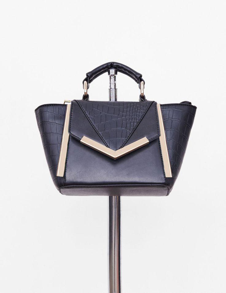 mini sac forme trapèze noir - http://www.jennyfer.com/fr-fr/accessoires/sacs/mini-sac-forme-trapeze-noir-10007904060.html