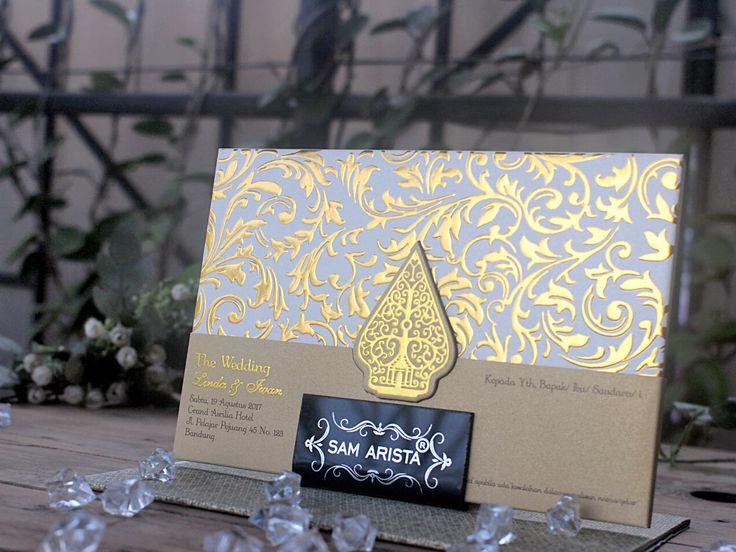 Shiny emboss gold for java concept with high quality gold paper. This is traditional concept from Sam Arista Card ❤💐💍 . . . #samaristaweddinginvitation #samaristacard #undanganpernikahan #undanganpernikahanmurah #custom #rustictheme #vintage #lace #bandung #sweetseventeen #khitan #art #designcustom #weddingplanner #weddingorganizer #indonesia #tasyakamila #bohemianchic #boho #infobandung #infobdg #infobdg_ #instagramsamaristacard #undangan #kartuundangan #invitation #card