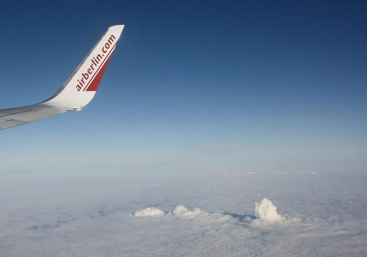 Die Rauchgase (Dampf!!) der RWE Kraftwerke durchbrechen temperaturbedingt die Wolkendecke...