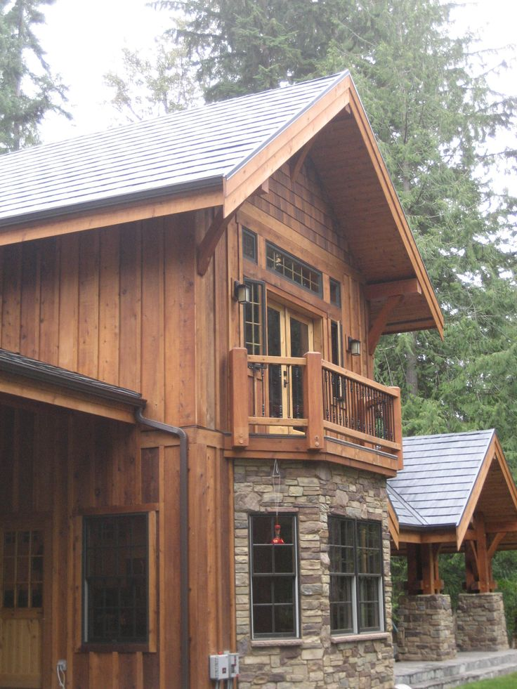 Log cabins exterior pictures exterior finishes your log for Pictures of houses with board and batten siding