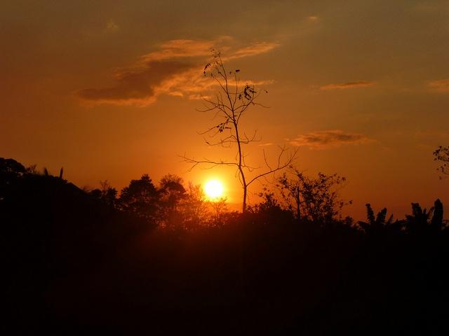 Juego del sol by Mariano Arce 93, via Flickr