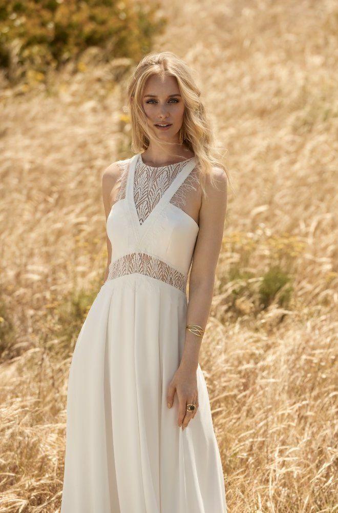 Rembo styling — Collectie 2018 — Balou: Vloeiende jurk met bijzondere hals en rug.