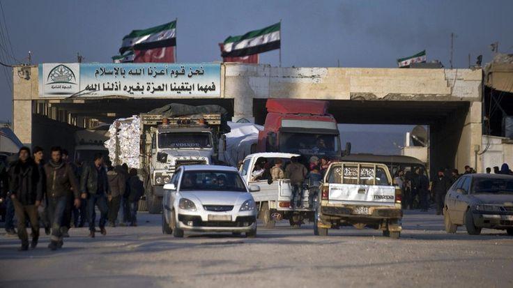 Rusia desak penutupan perbatasan Turki-Suriah untuk mencegah masuknya pejuang asing  MOSKOW (Arrahmah.com) - Rusia menyeru pada Kamis (14/4/2016) untuk menutup perbatasan Turki-Suriah untuk mencegah masuknya pejuang asing dan persenjataan ke Suriah juga ekspor minyak artefak dan barang-barang lainnya.  Duta Rusia untuk PBB Vitaly Churkin mengatakan dalam pertemuan Dewan Keamanan PB (DK PBB) bahwa anggota DK PBB harus memikirkan tentang pemberlakuan embargo ekonomi dan perdagangan terhadap…