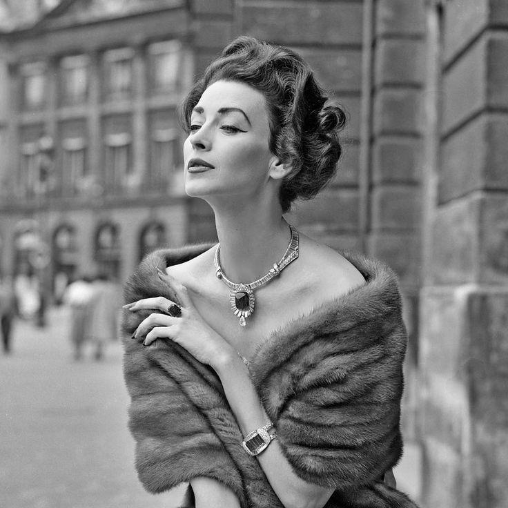 Photo Jacques Rouchon - Celebrity model Dorian Leigh wearing Chaumet jewellery in Paris 1950s #jacquesrouchon #lagalerierouchon #chaumet #dorianleigh #paris #vintageparis #fashionphotographer #bijoux #jewellery #vintagefashion #vintagephotography