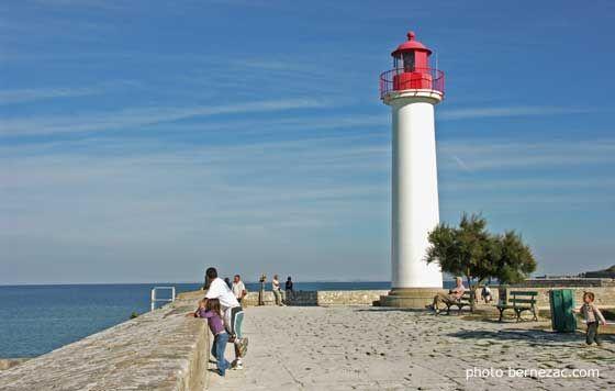 île de Ré, Saint-Martin-de-Ré, la promenade sur les remparts et le phare