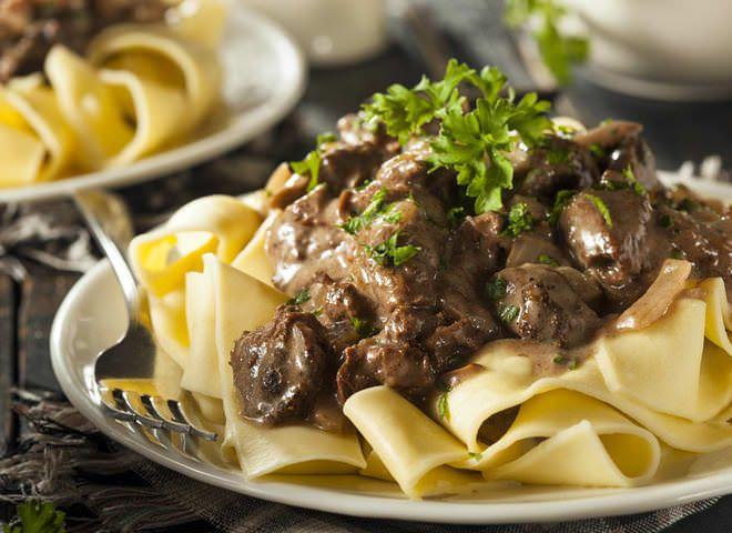 Бефстроганов из говядины: классический рецепт   Ссылка на рецепт - https://recase.org/befstroganov-iz-govyadiny-klassicheskij-retsept/  #Мясо #блюдо #кухня #пища #рецепты #кулинария #еда #блюда #food #cook