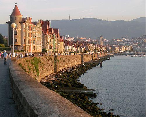 Paseo de Las Arenas a la playa de Ereaga Getxo, Basque Country, Spain