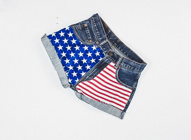 241 American Flag Vintage Levi's Shorts - 26""