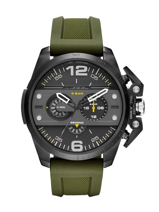 Das kühne, robuste Gehäuse der Diesel DZ4391 Ironside Uhr erinnert an Vintage Motorrad-Design. Gelb, Schwarz-Weiß-Akzent und eine strukturierte olivgrün Silikonband .