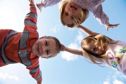 Pourquoi jouer aide nos enfants à grandir