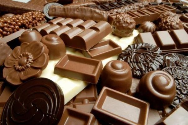 любимая сладость - шоколад Шоколад получают из бобов растения под названием какао. Бобы - это овощи. Сахар получают из сахарной свеклы. Свекла - это овощ. Поэтому шоколад - овощ. Долгое время шок...