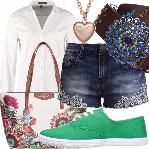 Camicia e short: il classico che incontra il moderno per un look con un tocco di romantico dato dalle particolari decorazioni effetto pizzo e la borsetta floreale!