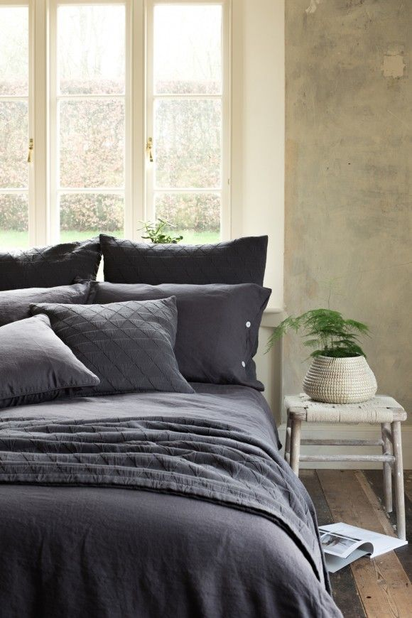 Lisbon Slate 100 Linen Bed, Elegant Slate Grey Bedding