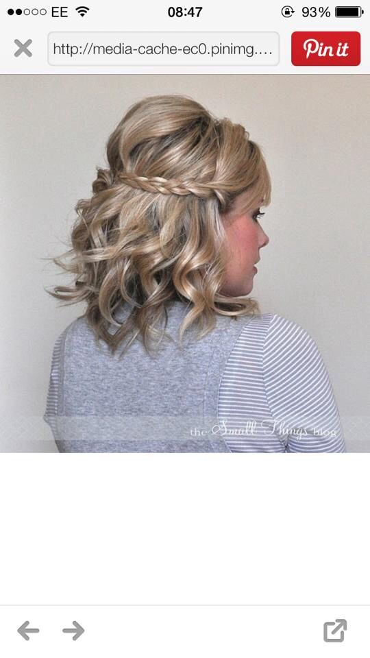 Bridesmaid hair, short half up half down