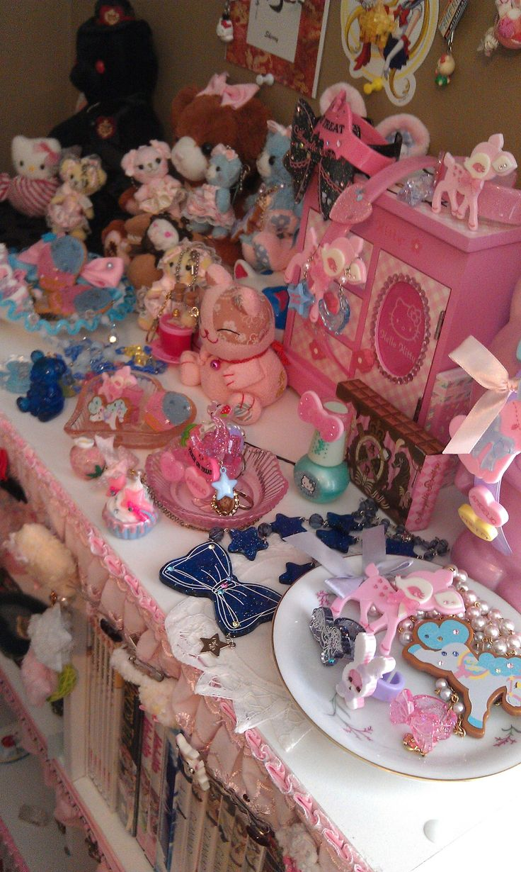 Kawaii sweet lolita room decor: