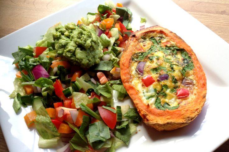 Det er strålande sol og kjøttfri middag på menyen!Idag gir eg dere oppskrift på eggebakt søtpotet...