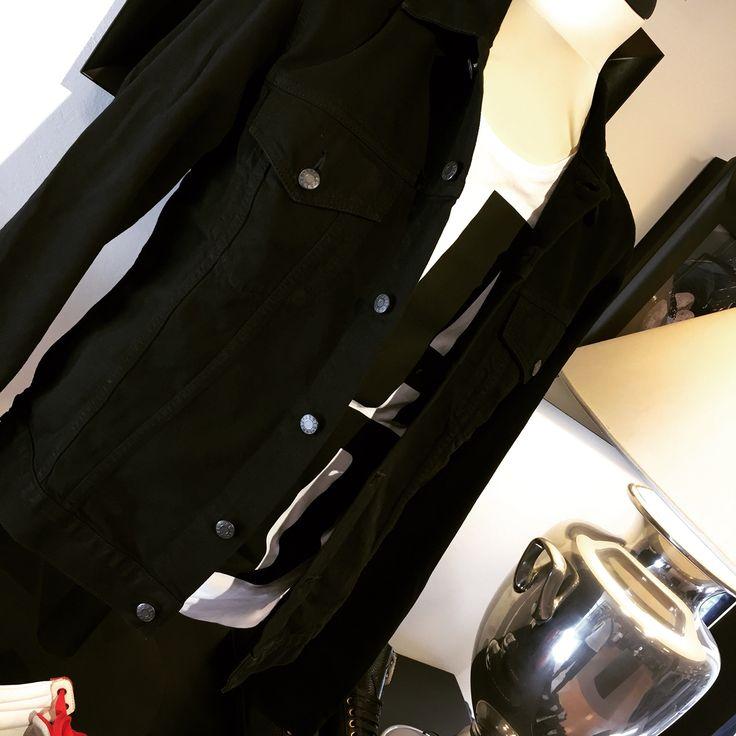 #marquisandoge #carnabystreetverona #verona #milano #mand #tshirt #carnabystreet #conceptstore #concept #white #instafollow #pic #luxury #brand #shop #shopping #gift #instacool #follow #collection #holiday #spring #summer #estate #sun