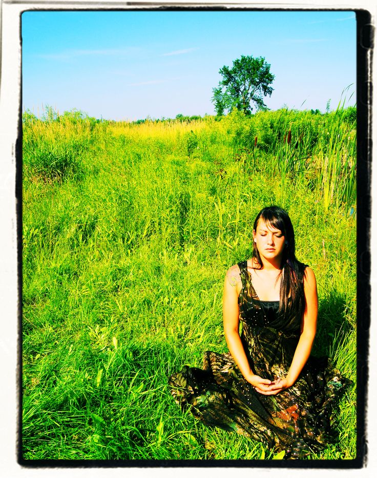Meditation girl photo by Chantale Rivard  available on  https://www.etsy.com/fr/shop/ChantaleRivardArt?ref=hdr_shop_menu