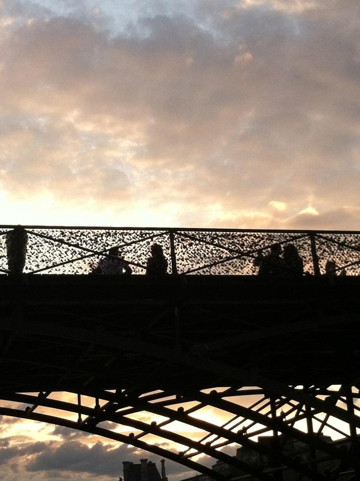 Best 25 love lock bridge paris ideas on pinterest lock for Love lock bridge in paris