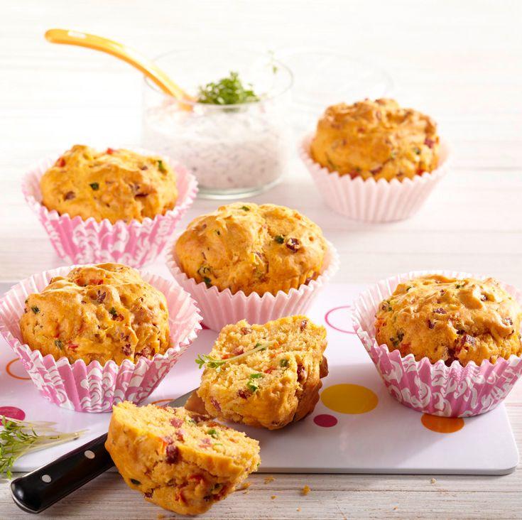 Herzhafte Muffins mit Radieschen-Dip #hochland #käse #rezept #recipe #cheese #muffin #radieschen #dip #baking #backen #hochlandkaese #ofenaufstrich #lecker #yummy #fresh #tasty #delicious #foodpic #lustundlaune
