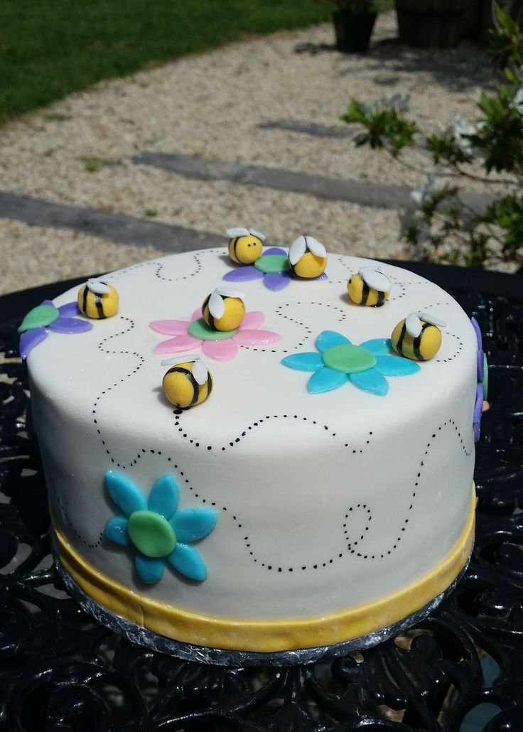 This cake was made with Pure Peninsula Honey in place of glucose in the fondant. It was super tasty!