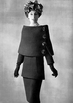 Diseño arquitectónico de Balenciaga, traje de 3 piezas: capa, tunica y falda