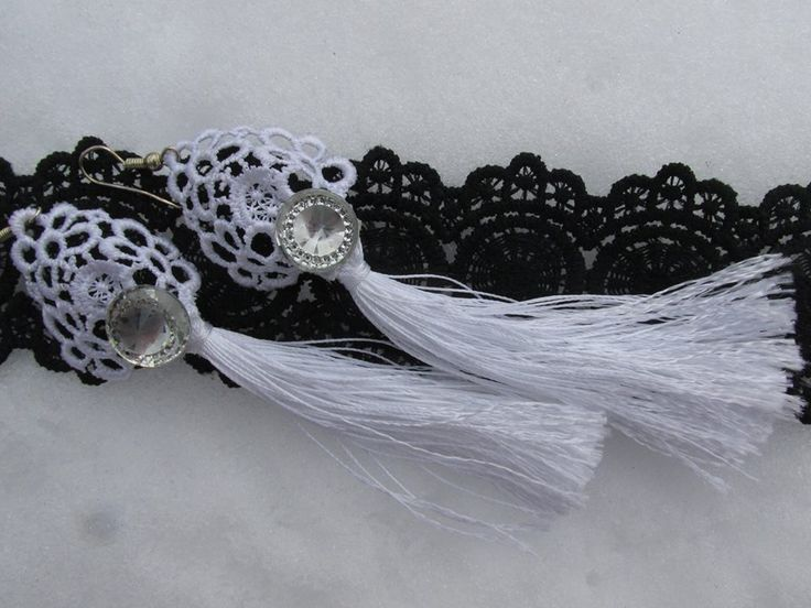 Long lace earrings with silk tassel and glass cabochon!