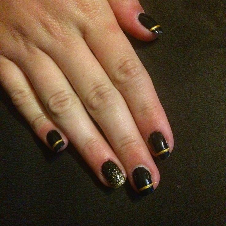 Did my sisters nails :3 #blackandgold